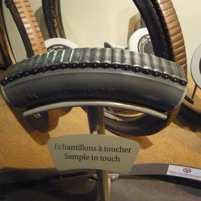 Ne vous trompez pas de pneus au risque de faire sonner les alarmes du musée