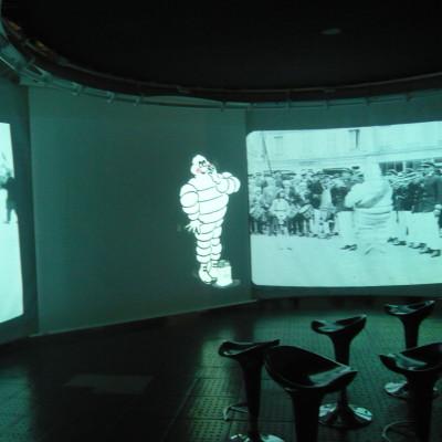 L'une des salles vidéos du musée
