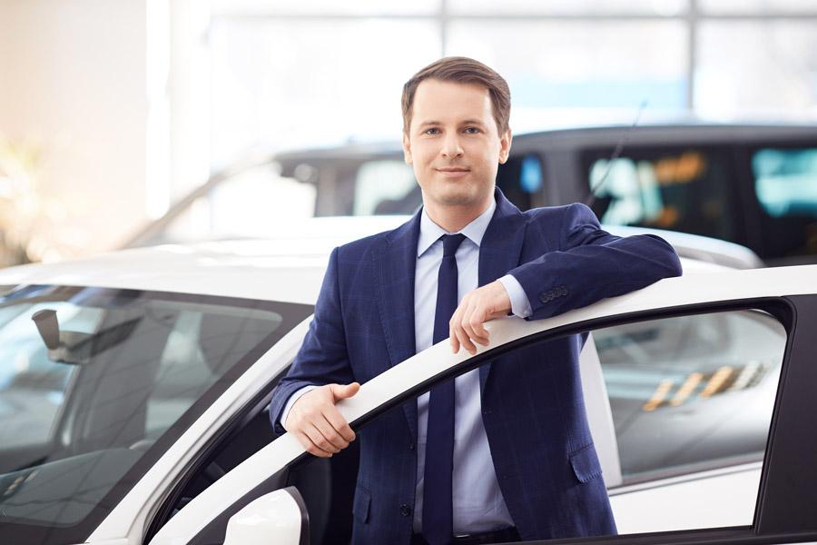 Un mandataire de voiture neuve